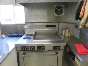 10 Beaver - main floor -Kitchen stove