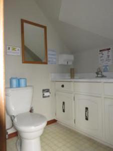15 Black's - upper level -Washroom (ensuite)