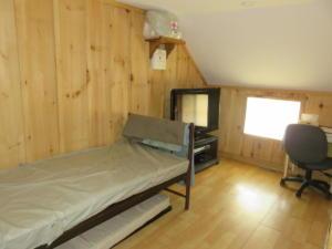25 Beaver - main floor -Bedroom 1st aid room