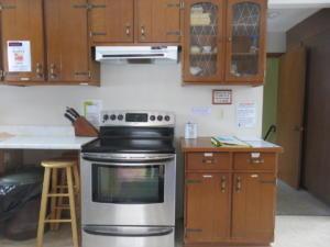 4 Black's - main floor -Kitchen area