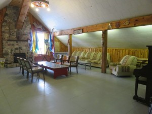 13 Beaver Lodge main floor leisure area