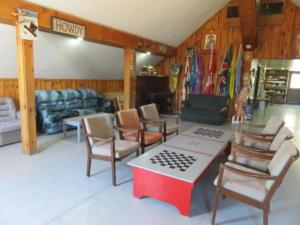 21 Beaver - main floor -Lounge area