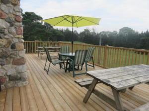 40 Beaver - deck facing Ebor Park off of lounge area